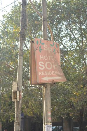 Hotel Sohi Residency: battered old street sign of hotel