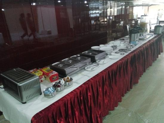 Hotel Sohi Residency: Basic breakfast buffet