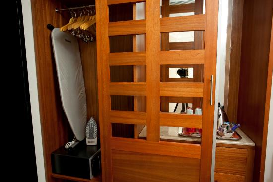 Pessac, França: Iron, Iron board and Safe in wardrobe in executive rooms