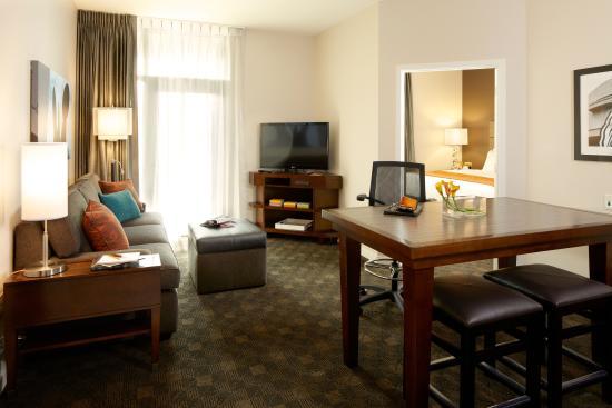 Falls Church, VA: One-Bedroom Suite