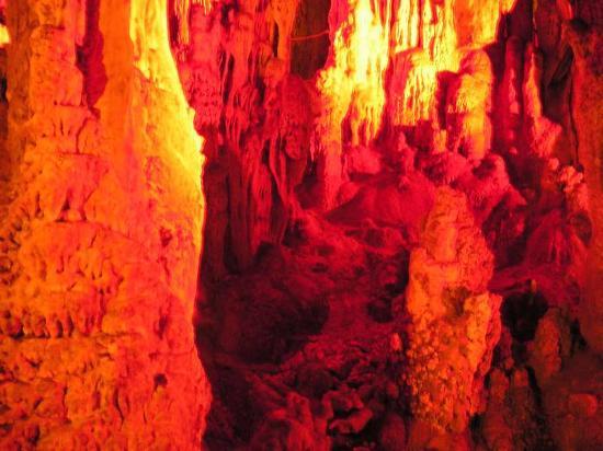 Zoniana, Grecia: В пещере. Этюд в багровых тонах.