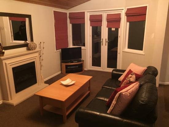 Kingham, UK: Sitting area - comfy leather sofas