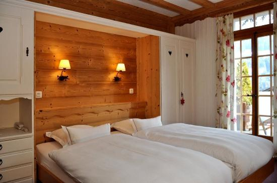 Champery, Suiza: Large Double room Twin