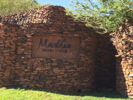 Madikwe Game Reserve, Sudáfrica: front of lodge seen as you arrive