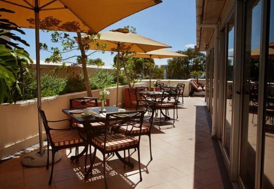 Protea Hotel Cape Castle: Outdoor Dining Patio