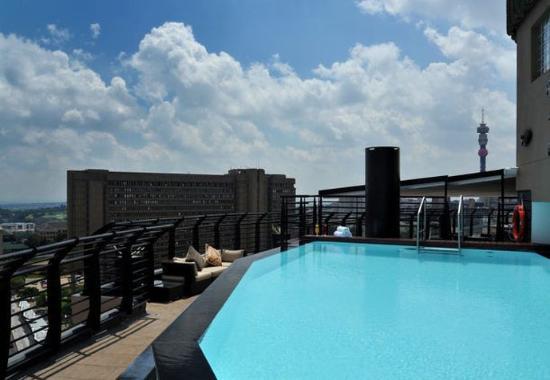 Braamfontein, Güney Afrika: Outdoor Pool Patio