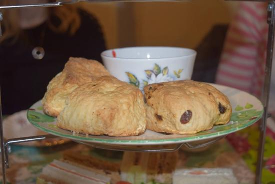 Alcester, UK: A choice of fruit or plain scones. Again home made