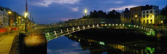 Fitzwilliam Hotel Dublin: Ha'Penny Bridge At Night
