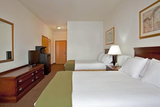 Rochelle, IL: Double Bed Guest Room