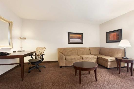 Perrysburg, OH: King Bed Junior Suite Living Area