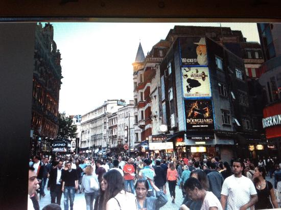 Premier Inn London Leicester Square Hotel: Arrefores do hotel