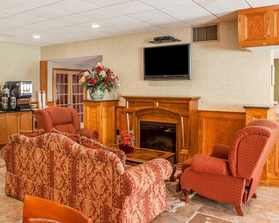 Quality Inn Ledgewood: Lobby