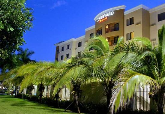 Courtyard by Marriott Miami at Dolphin Mall: Exterior