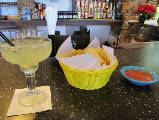 Penfield, Nowy Jork: Margaritas, chips and salsa...