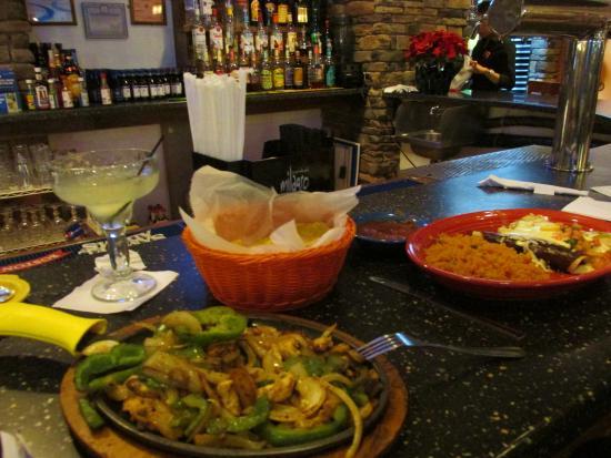 Penfield, Nowy Jork: Chicken fajitas, trio of chicken enchiladas...
