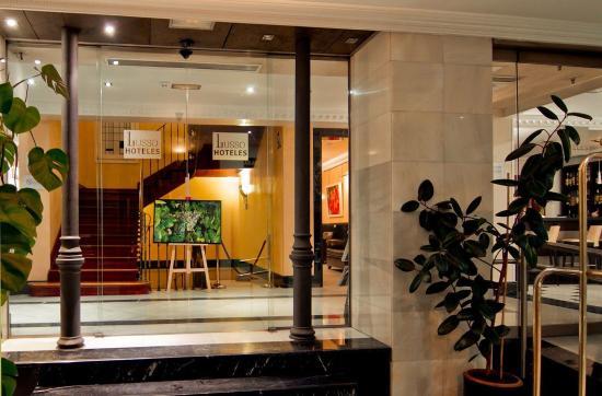 Lusso Infantas: Entrance