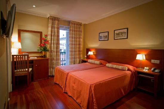 Lusso Infantas: Standard room