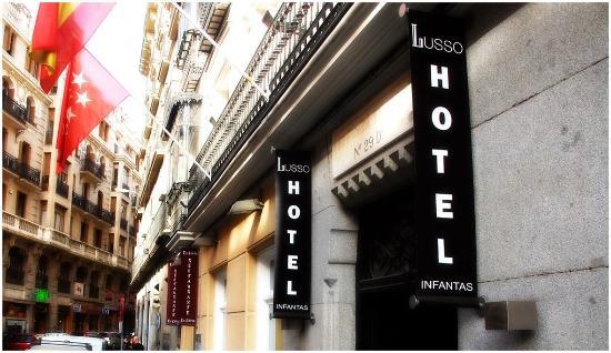 Lusso Infantas: Hotel Entrance