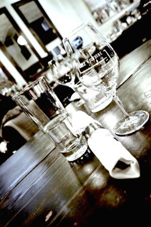 Chez Victoire, Bistro de Quartier : Light on the glassware