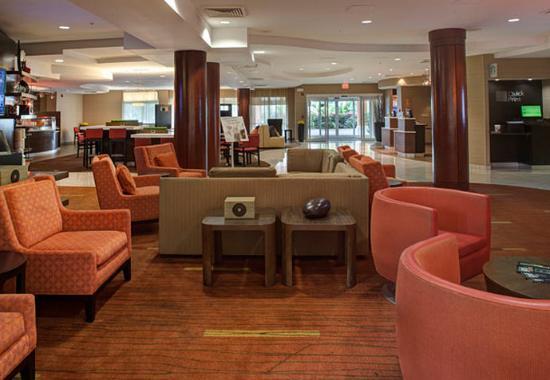 Orange Park, فلوريدا: Bistro Seating Area