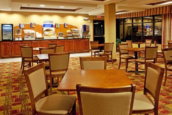 Hardeeville, SC: Breakfast Area featuring full hot breakfast!