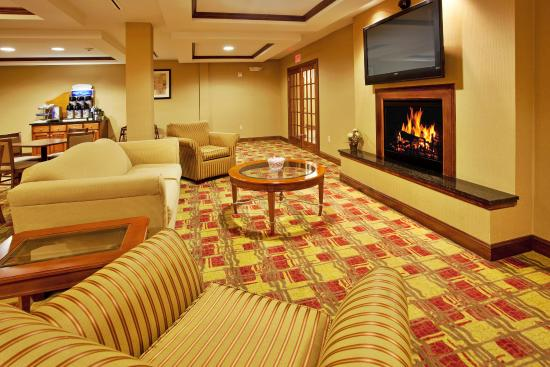 Hardeeville, SC: Guest Dining Lounge featuring large screen tv