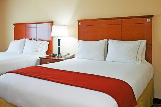 Holiday Inn Express Hotel & Suites Phenix City-Fort Benning Area: Queen Bed Guest Room