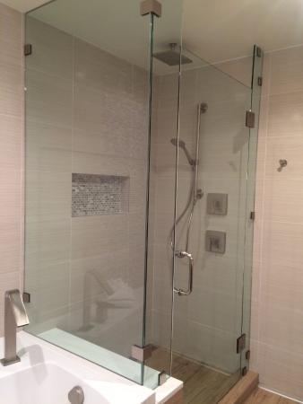 Montebello, Kalifornien: Walk in separate shower