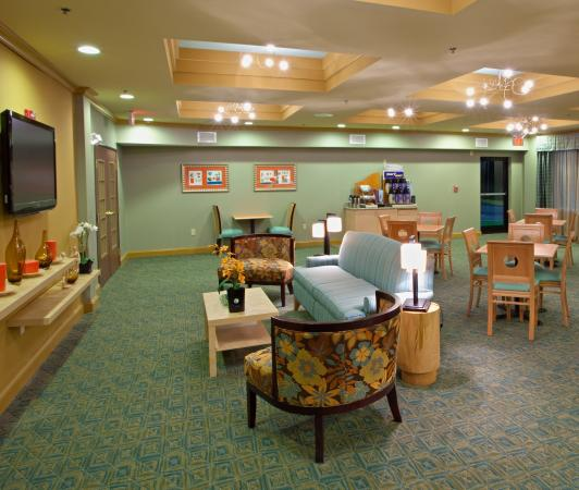 Holiday Inn Express Hotel & Suites Thornburg-S. Fredericksburg: Start the morning fresh in our Great Room Lounge