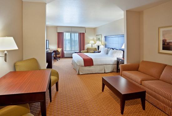 Ontario, Oregon hotel King Suite room.