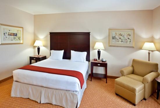 Ontario, Oregon hotel's comfy King room.