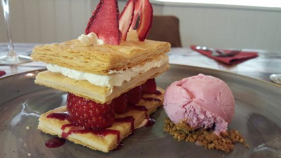 Droitwich, UK: Amazing homemade dessert this evening Strawberry mille feuille