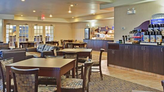 Holiday Inn Express & Suites Swift Current Breakfast Bar