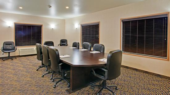 Holiday Inn Express & Suites Swift Current Boardroom