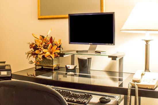 Comfort Inn & Suites Yuma: Computer