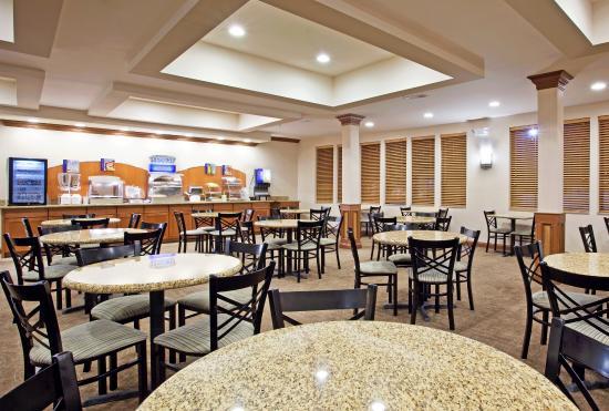 Howell, MI: Breakfast Area