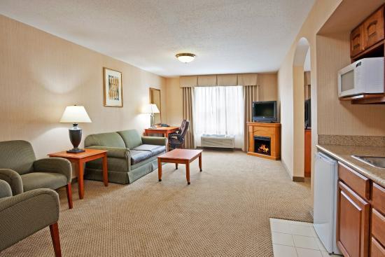 Howell, MI: Executive King Jacuzzi Suite