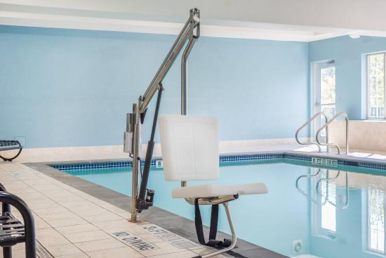 Haskell, นิวเจอร์ซีย์: ADA/Handicapped accessible Swimming Pool lift