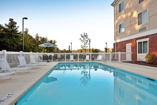 Southern Pines, Carolina del Norte: Swimming Pool