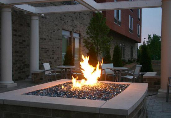 Saginaw, Мичиган: Outdoor Fire Pit