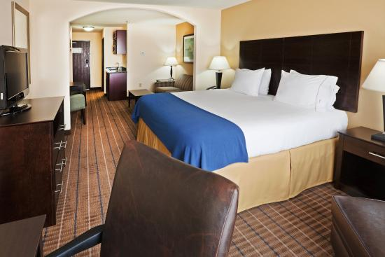 Pauls Valley, OK: King Bed Guest Room