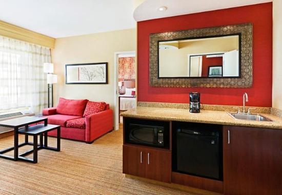 La Vista, NE: Suite Living Area