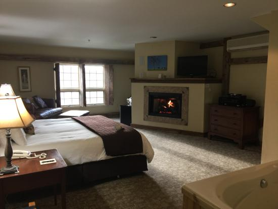 Fogelsville, Pennsylvanie : Room was extremely clean. Sleep number bed was very comfortable. Loved the fireplace in the room