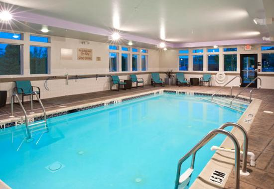 ‪‪TownePlace Suites Bethlehem Easton‬: Indoor Pool‬