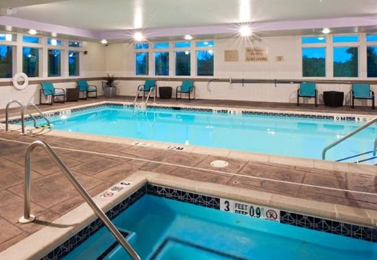 ‪‪TownePlace Suites Bethlehem Easton‬: Indoor Pool & Spa‬