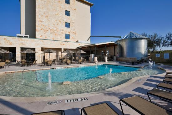 Holiday Inn San Antonio NW - Seaworld Area : Fun for the Family- Enjoy our seasonal outdoor swimming pool