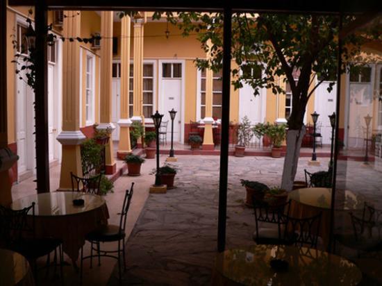 Antikhan Hotel: Restaurant