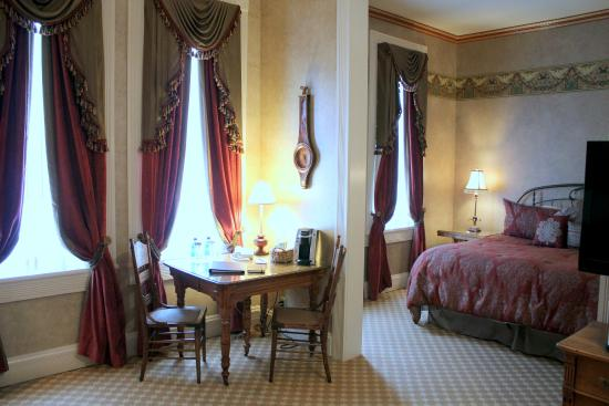 Beaumont Hotel & Spa: King Junior Suite