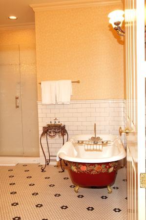 Beaumont Hotel & Spa: King Suite Bath