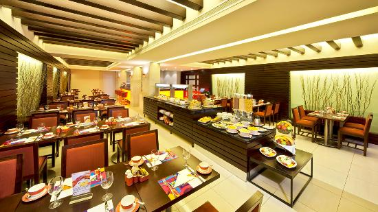 Coral Beirut Al Hamra Hotel: Snug Restaurant